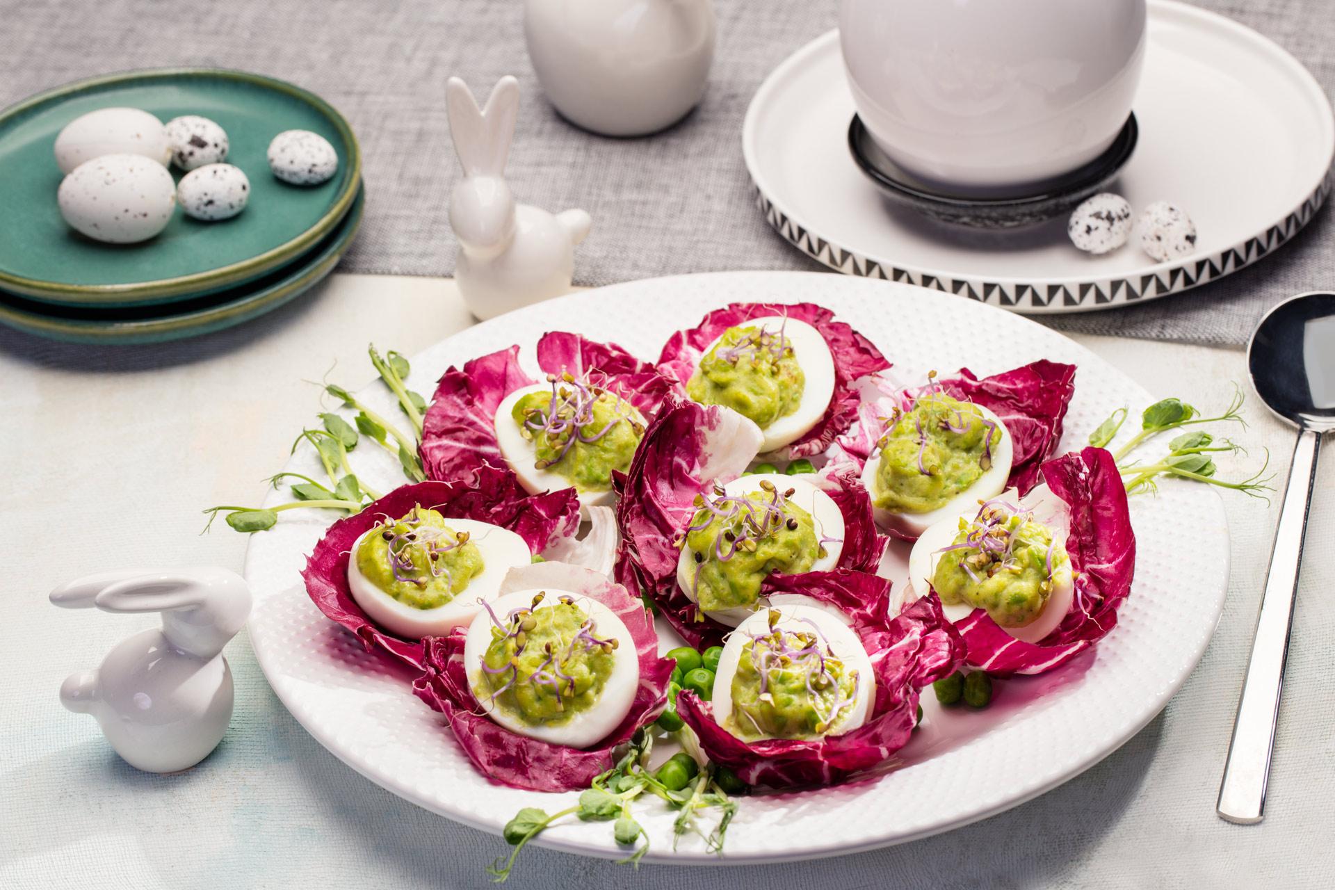 Jajka faszerowane pastą groszkowo-majonezową