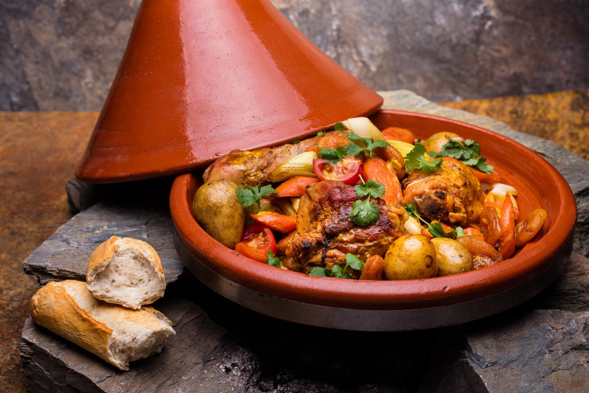 Tadżin z kurczakiem, warzywami i sosem curry