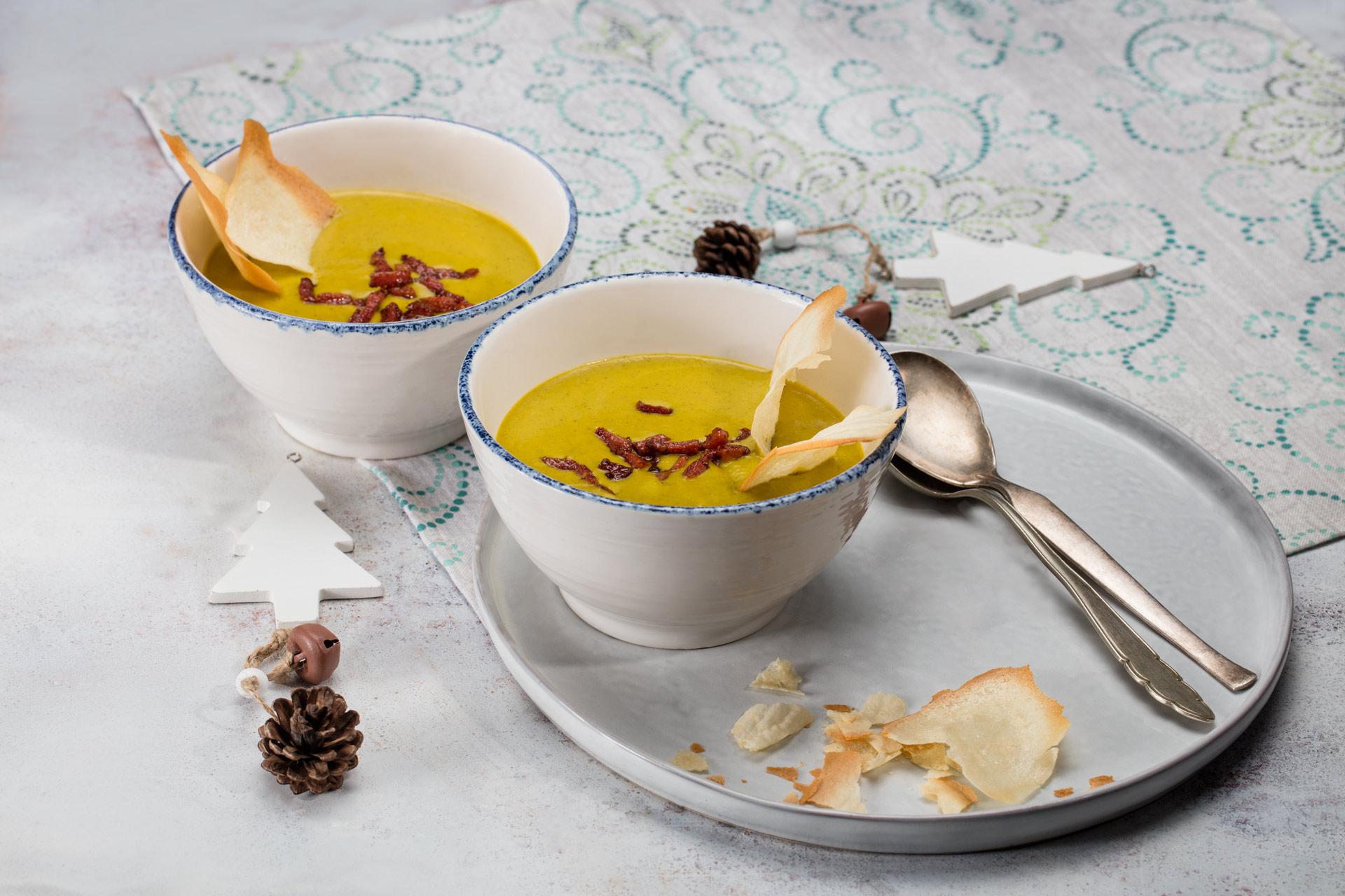 Zupa krem z ziemniaków z jarmużem i sosem chrzanowym