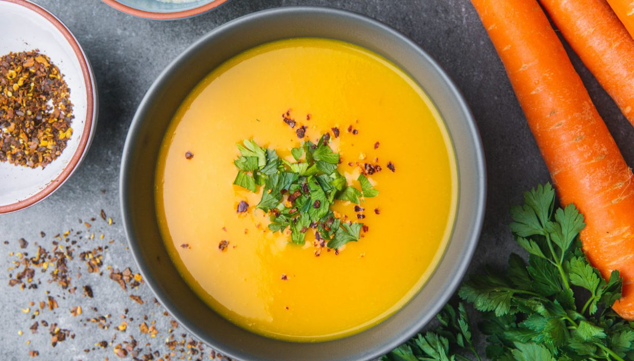 Pikantna zupa z marchwi