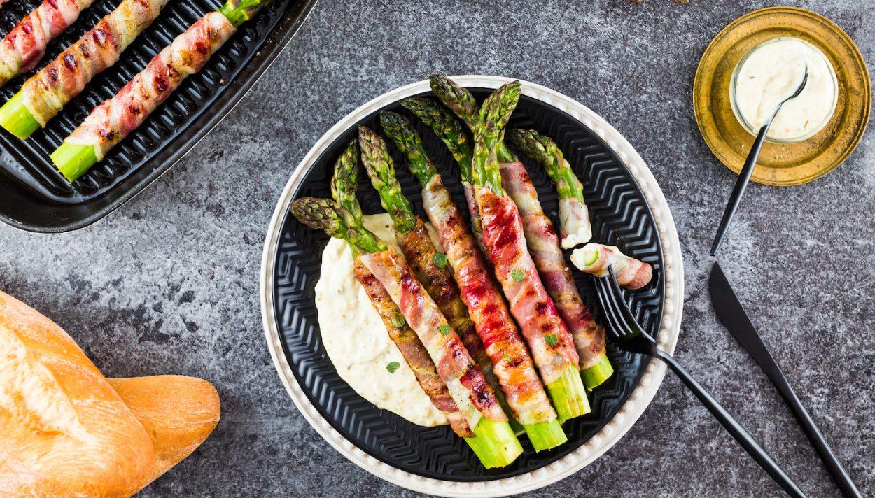 szparagi grillowane w boczku