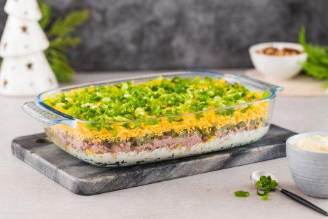 sałatka warstwowa z tuńczykiem, sałatka z jajkiem i tuńczykiem, sałatka z majonezem, sałatka na święta, majonez napoleoński mosso