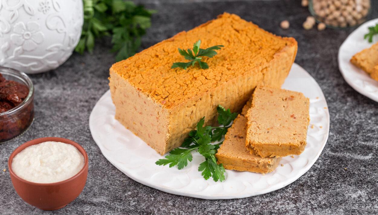 wegetarianski pasztet z ciecierzycy
