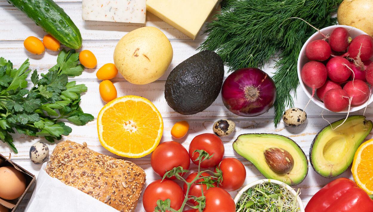 witaminy w jedzeniu, jakie witaminy są w produktach spożywczych, co jeść żeby być zdrowym, mossso