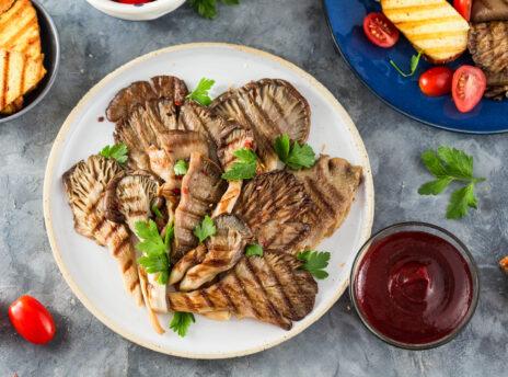 grillowane boczniaki. wege grill, boczniaki z grilla z sosem barbecue