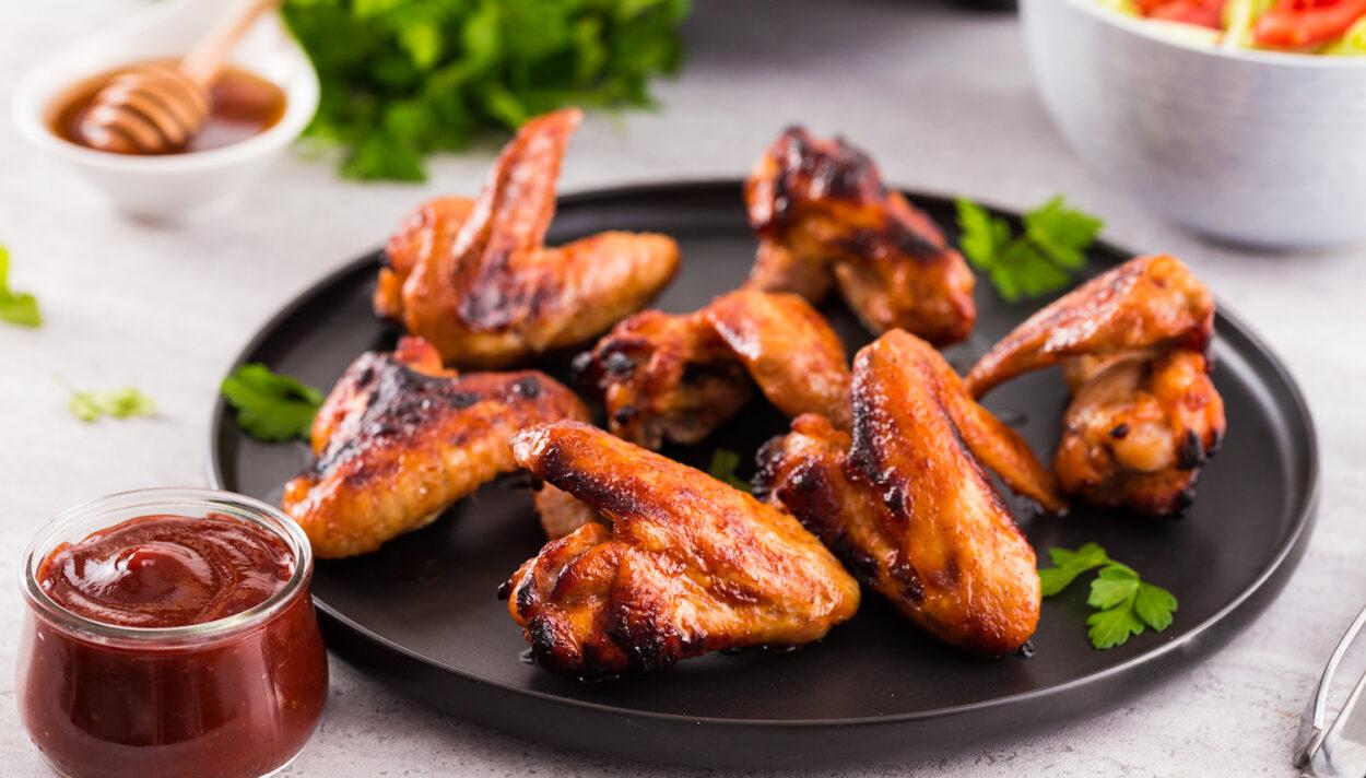skrzydełka z grilla, skrzydełka w miodzie, skrzydełka z sosem barbecue